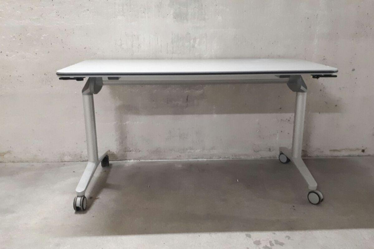 1x table pliante mobilier d 39 occasion round office gen ve. Black Bedroom Furniture Sets. Home Design Ideas