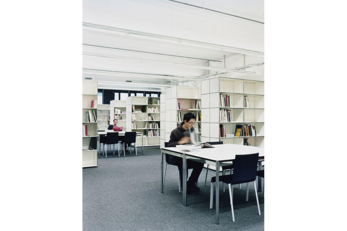 usm usm haller table round office mobilier de bureau. Black Bedroom Furniture Sets. Home Design Ideas