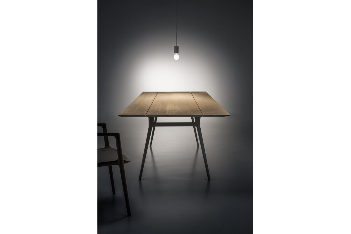 Zoom by mobimex nik table bois massif round office for Hauteur table standard